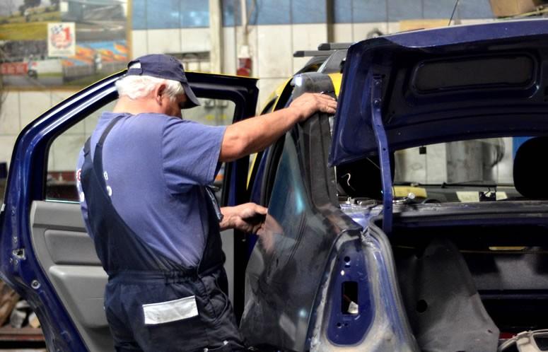 tinichigiu auto repara caroserie Dacia Logan